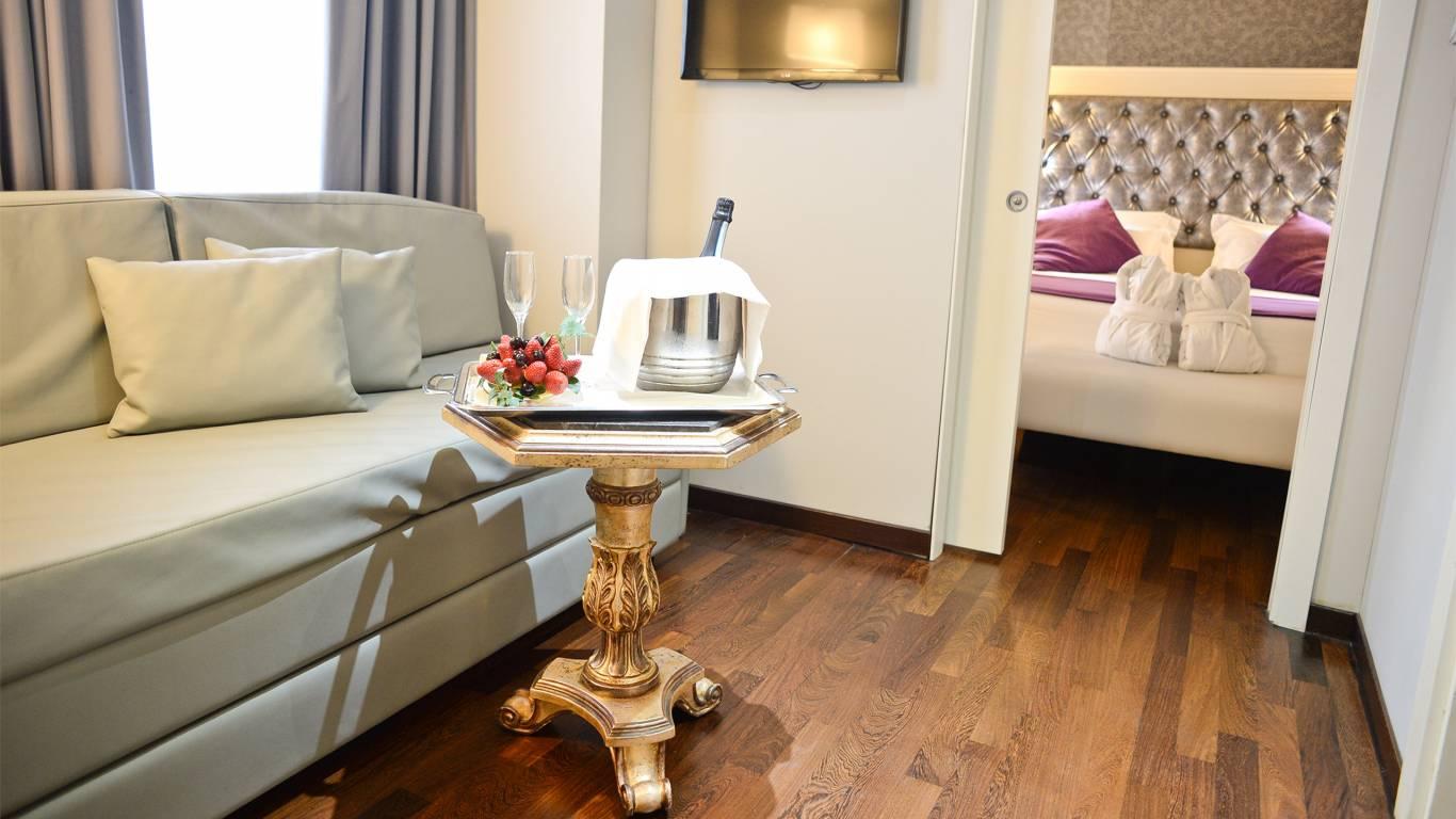 Trilussa-palace-hotel-e-spa-roma-N1-JUNIOR-SUITE