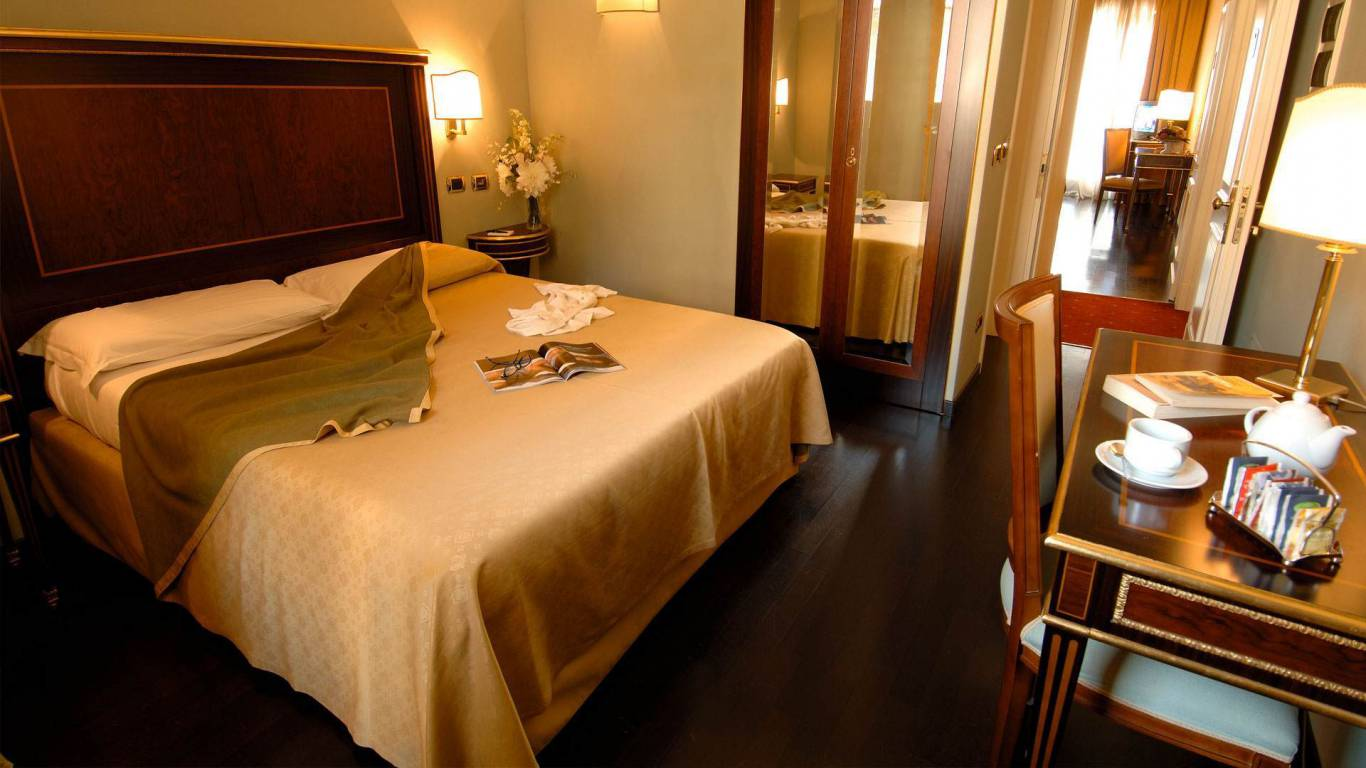 Hotel-Trilussa-Palace-Rome-connecting-rooms